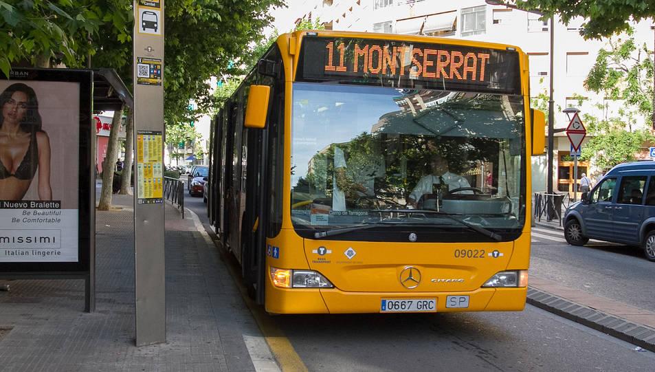 Un dels autobusos municipals que circulen a la L11.