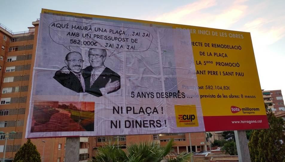 Al cartell hi apareixen l'exregidor Alejandro Fernández i l'alcalde Josep Fèlix Ballesteros.