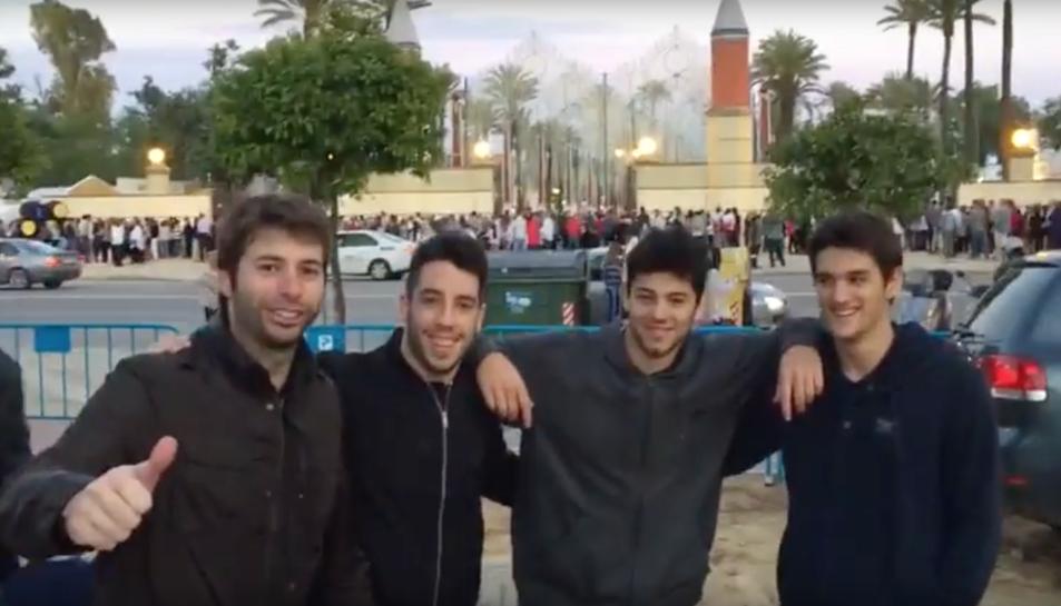 Quatre joves que es van conèixer a través de la plataforma i van viatjar a la Fira de la Cervesa de Jerez.