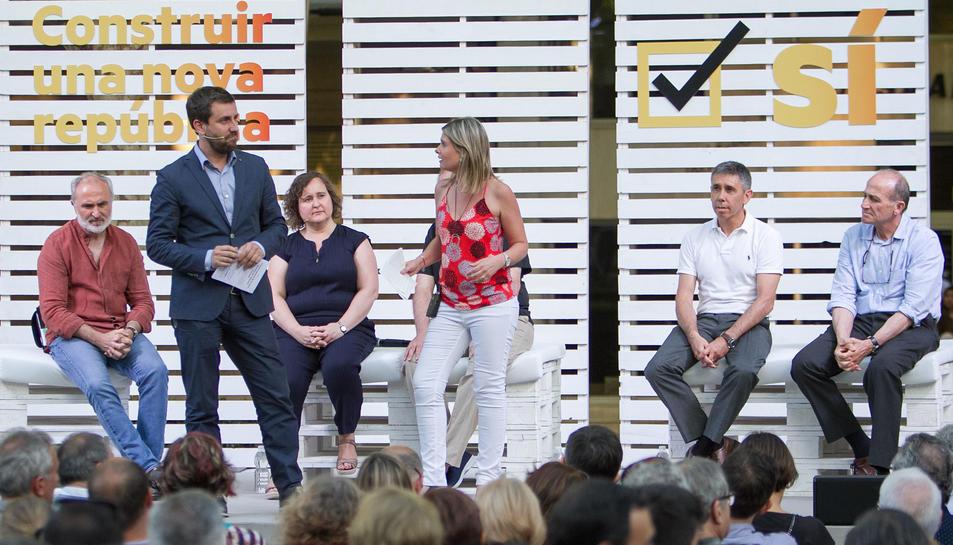 Toni Comín i la regidora de Salut de l'Ajuntament, Noemí Llauradó.