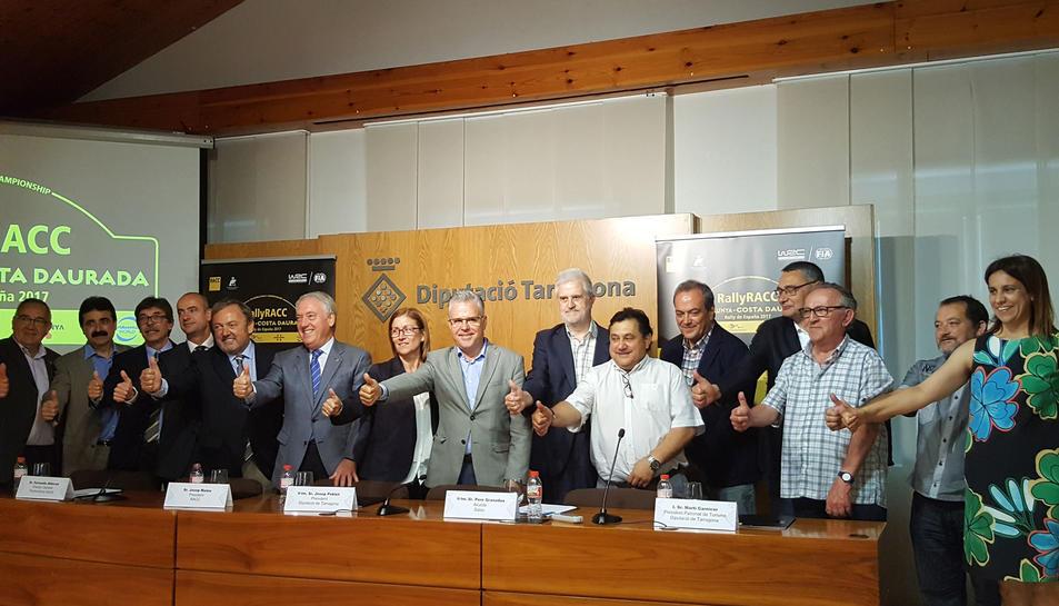 Autoritats i responsables del RACC després de la presentació de la prova.