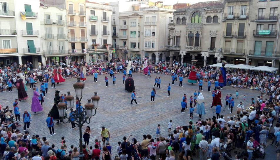 Bailes de los Gegants en el Mercadal