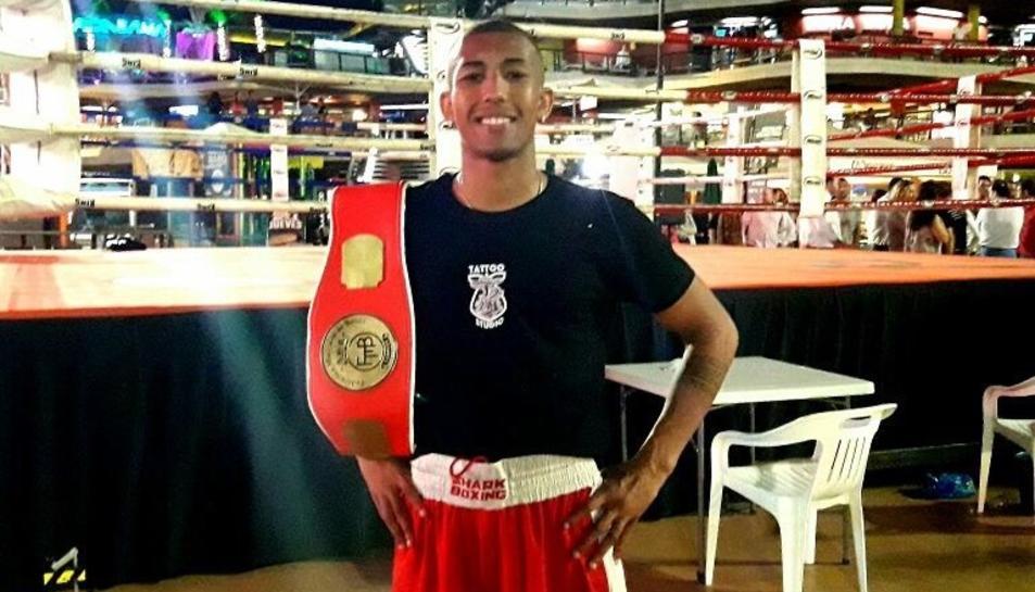 Thiam, amb el cinturó de campió.