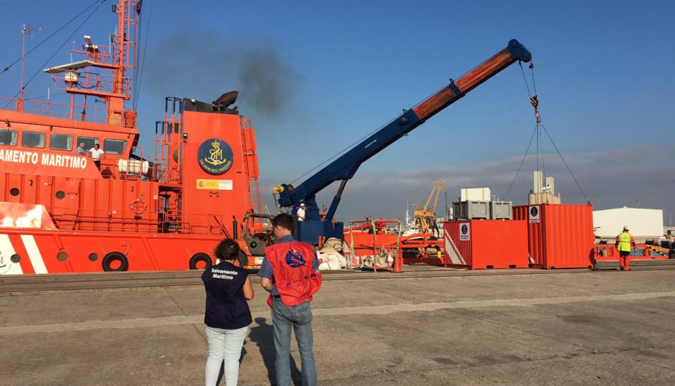 Exercici de prova contra la contaminació marina realitzat davant de Cap Salou