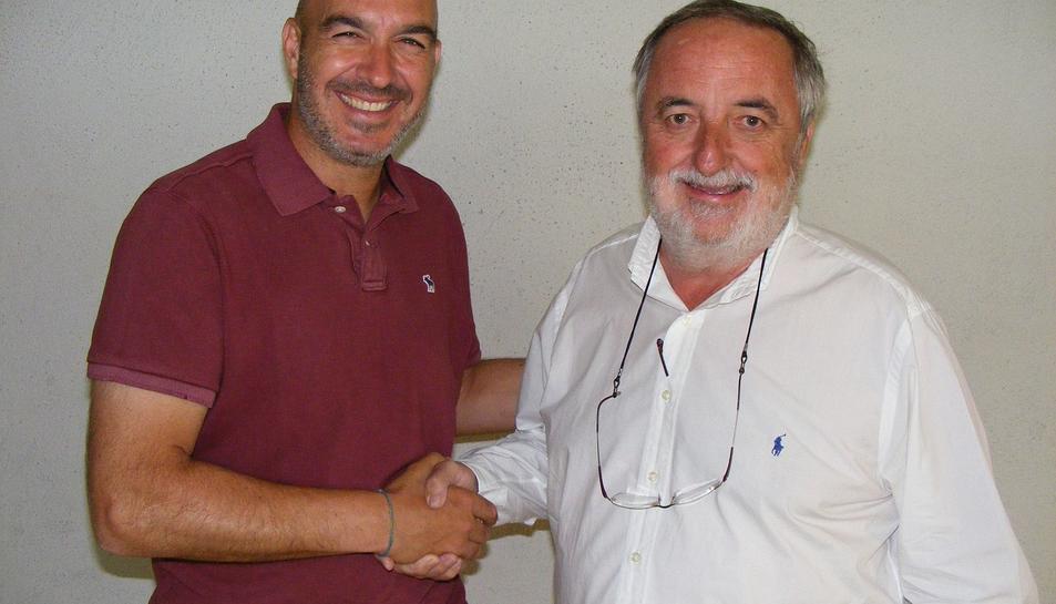 Jordi Garcia, amb el president del Mortiz Vendrell, Víctor Romagosa, l'estiu passat.