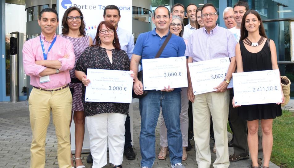 Imatge dels representants dels projectes premiats en la III Convocatòria d'Ajudes PortSolidari.