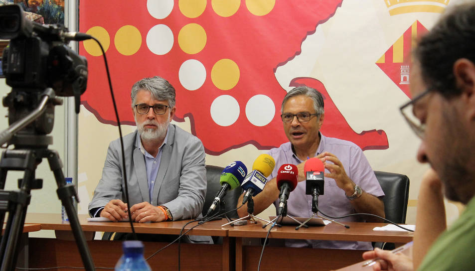 Pla mig de l'encara vicepresident del Consell del Baix Ebre, Enric Roig, i del president sortint, Dani Andreu.