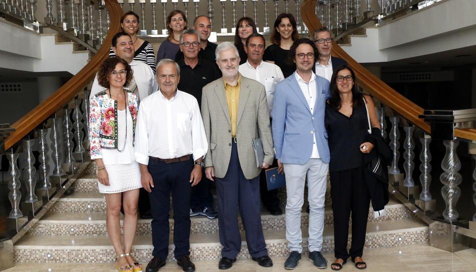 Fotografia de família dels principals representants del sector turístic de la Costa Daurada en un hotel de la Pineda. Imatge del 21 de juny del 2017