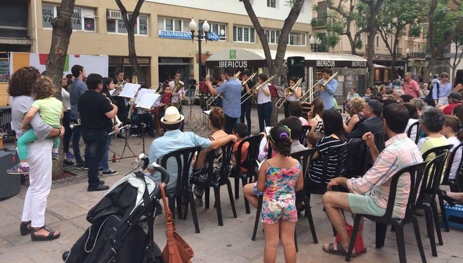 El Grup de Metalls i el Grup de Percussió de Grau Professional han realitzat un concert a la plaça Vergaduer de Tarragona.