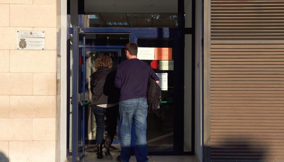 Imatge d'arxiu de l'exterior de l'oficina de DNI de Tarragona.