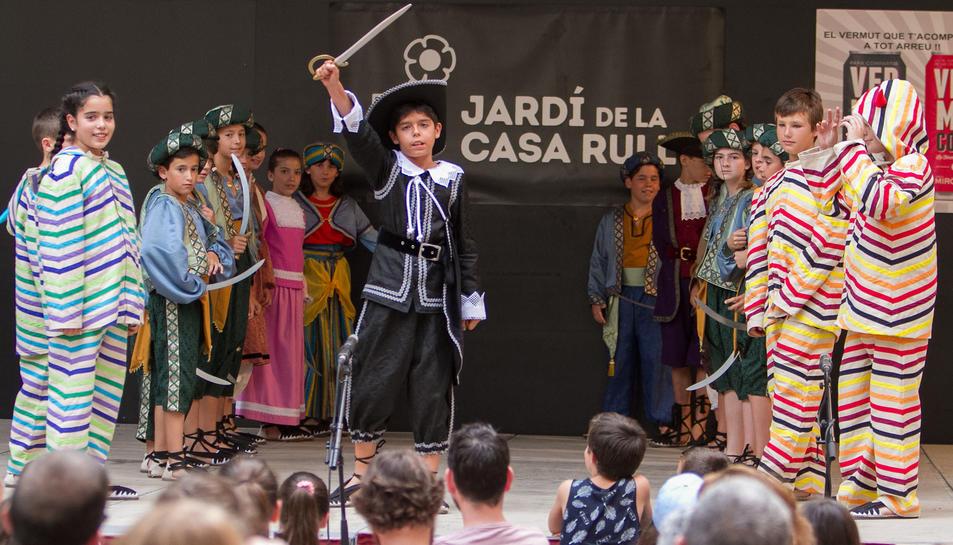 Un instant de la presentació del ball, que va tenir lloc als Jardins de la Casa Rull.