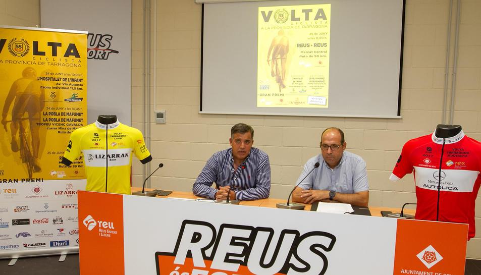 El regidor d'Esports, Jordi Cervera, i el director de la Volta, Joan Carles Ferran, en la presentació.