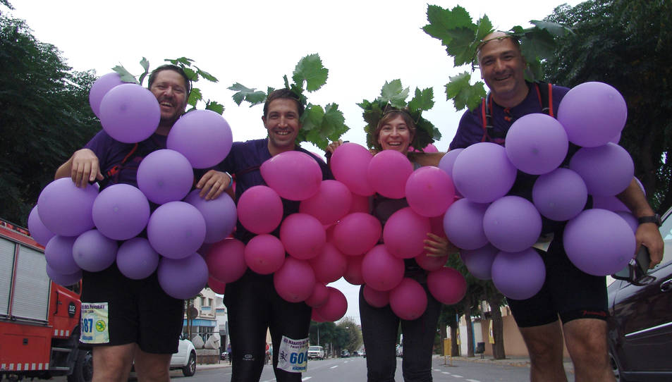 L'organització convida els participants a córrer disfressats, tal com van fer aquests tres esportistes en la passada edició.