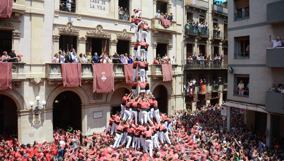 Intent de 3de10fm de la Colla Vella Xiquets de Valls a la primera ronda de la diada de Sant Joan.