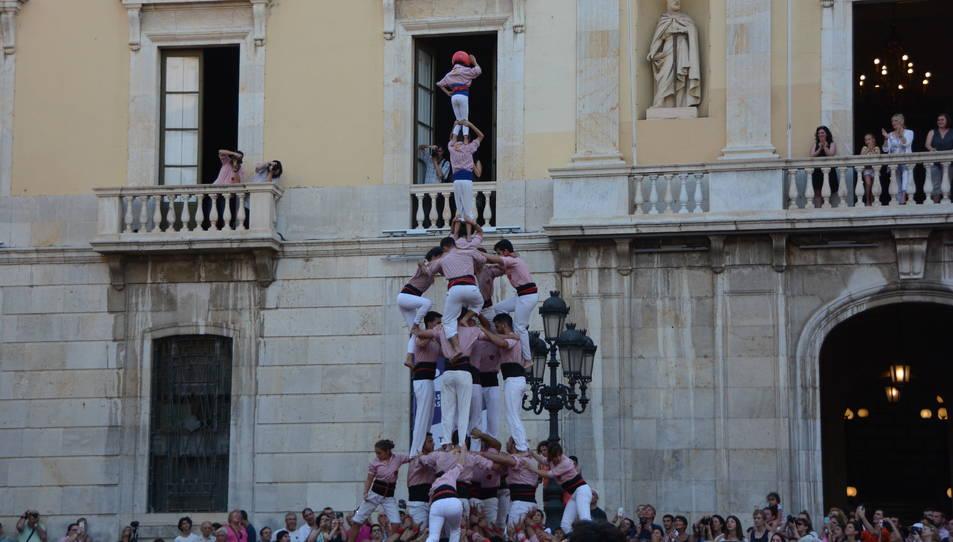 4de8a dels Xiquets de Tarragona descarregat a la segona ronda durant la diada de Sant Joan.