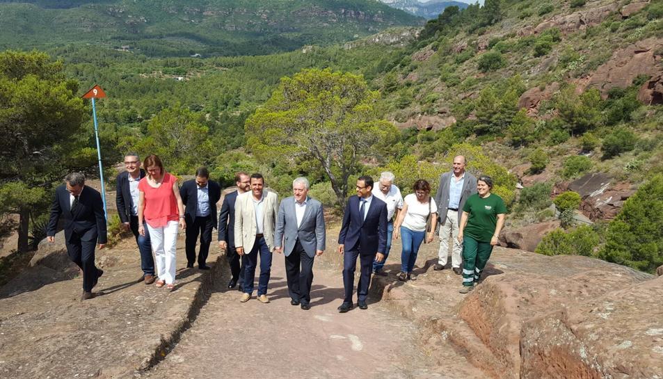 Imatge de la visita d'aquest matí per informar de l'actuació de l'entorn a l'Ermita de la Roca.