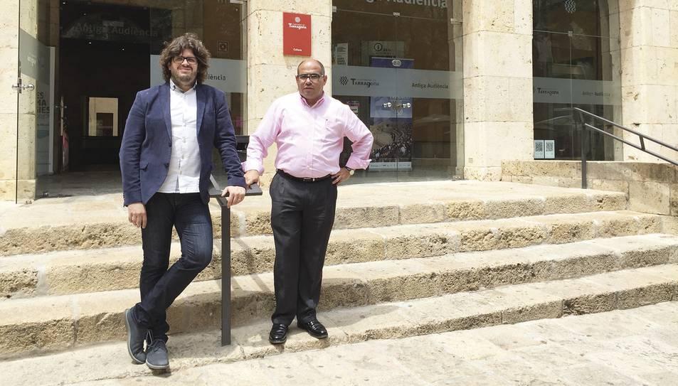 El director artístic i titular de l'Orquestra, Tomàs Grau, amb el regidor de Cultura de l'Ajuntament de Tarragona, Josep Maria Prats.