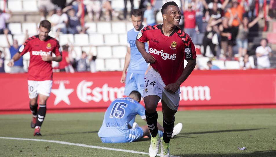 Uche, després de marcar un dels dos gols contra el Girona al Nou Estadi.