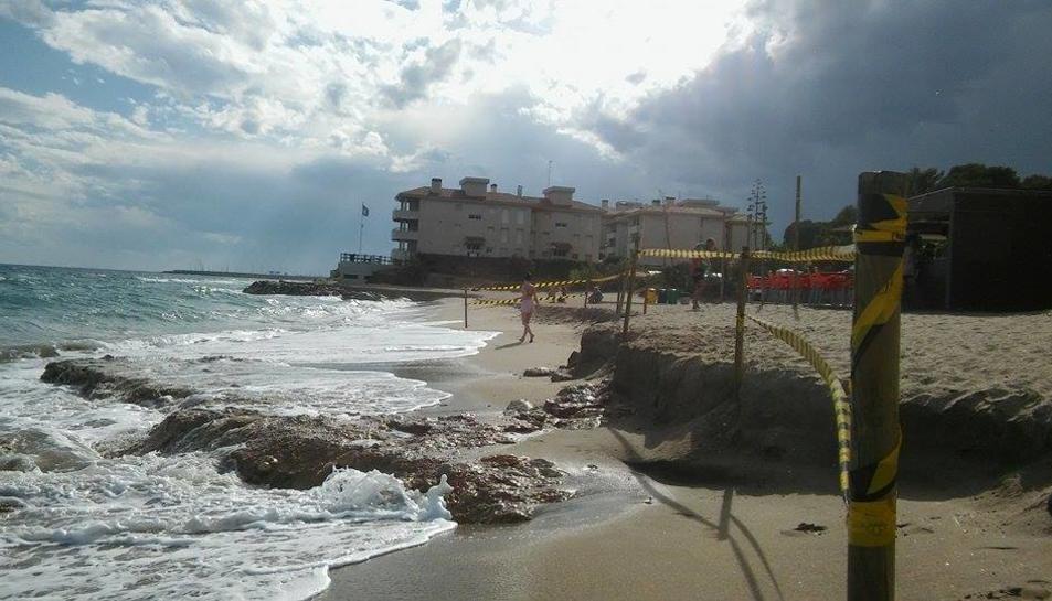 Imatge de la zona senyalitzada a la platja.