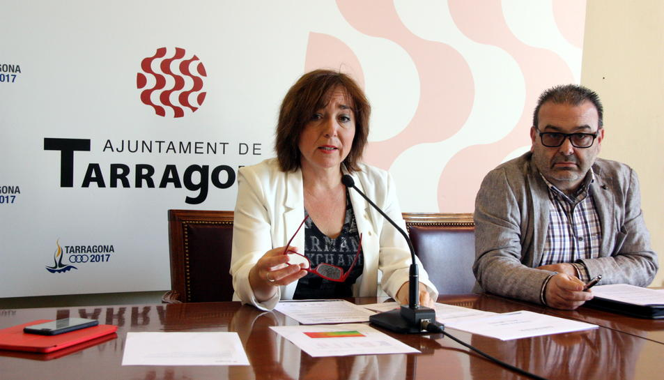 Imatge d'arxiu l'exgerent de l'EMT, Mario Cortés, junt amb la presidenta de l'EMT, Begoña Floria.