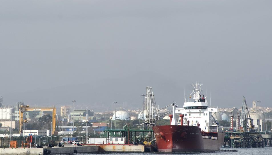 El Port de Tarragona torna a la normalitat amb la desconvocatòria de la vaga d'estibadors.