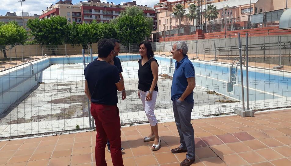 A la dreta, la regidora d'Actuacions Públiques, Judit Fàbregas; i el d'Esports, Eduard Gonzàlez.