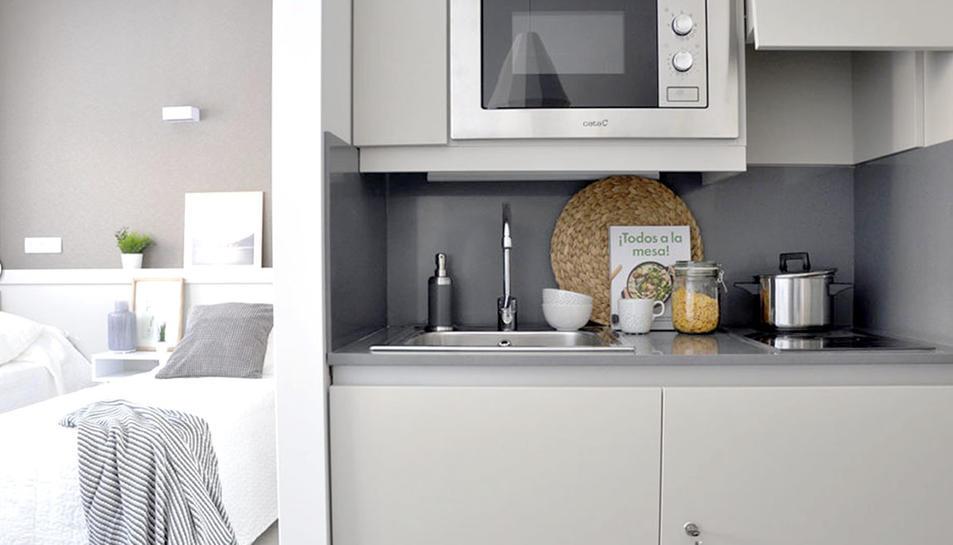 Detall de la zona de cuina a un dels estudis dobles de la residència.