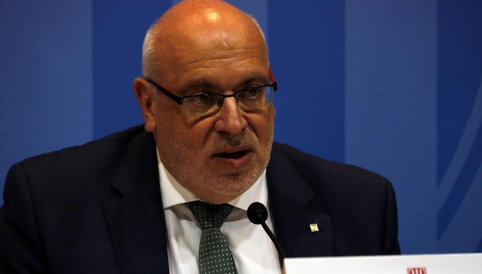 El conseller d'Empresa i Coneixement, Jordi Baiget, en la signatura d' un conveni de col·laboració per a elaborar un cens de polígons d'activitat econòmica aquest 3 de juliol.