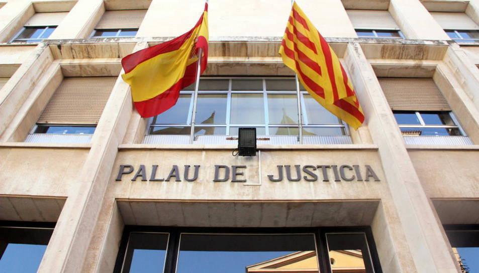 Imatge d'arxiu de l'entrada a l'Audiència de Tarragona.