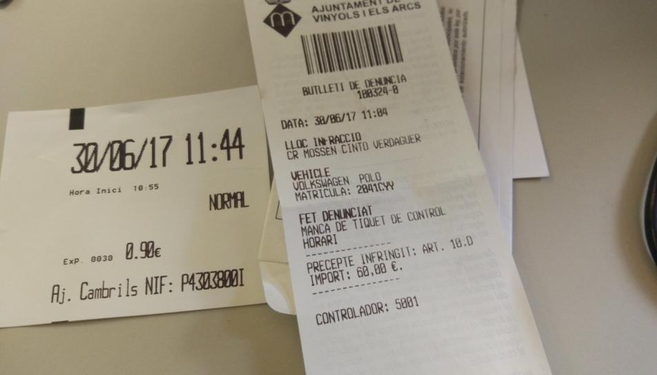 Manel Sastre denunciava, a través de Twitter, que el van multar des de Vinyols tot i haver pagat el tiquet, perquè l'havia extret en una màquina pertanyent a Cambrils sense adonar-se'n.