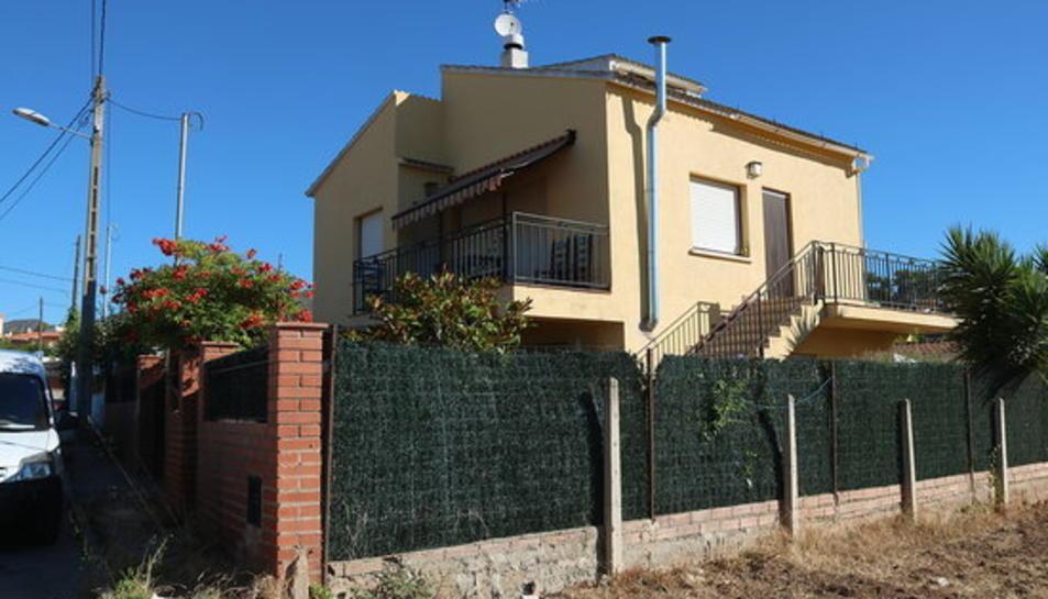 Pla general de la casa de la Bisbal del Penedès on els Mossos d'Esquadra investiguen la mort d'una dona de 63 anys ocorreguda el 5 de juliol de 2017.