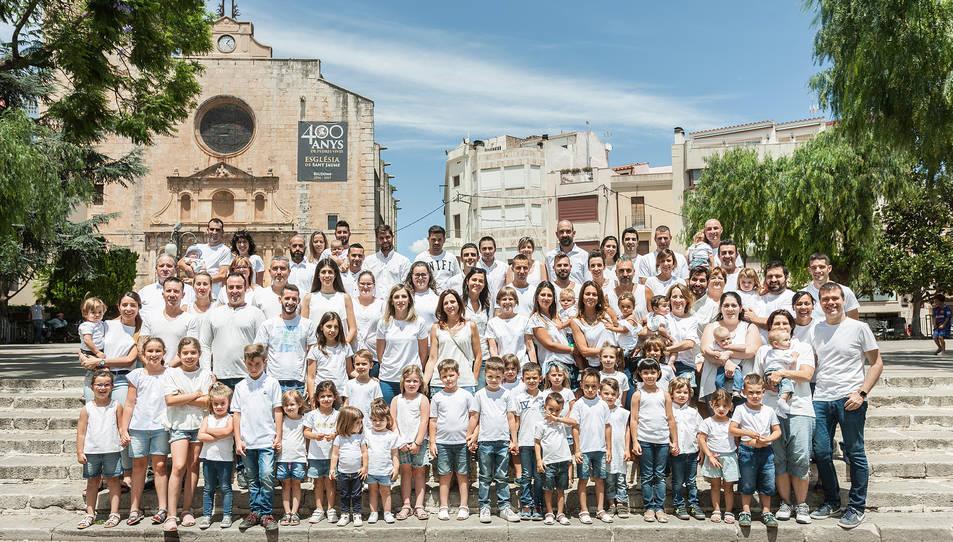Fotografia de família del grup del Cavall dels Nebot, a la plaça de l'Església.