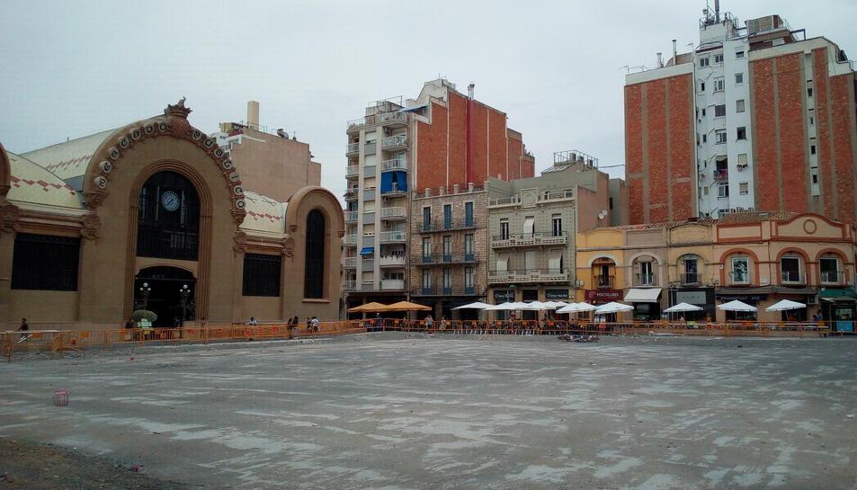 Aquest és l'estat actual de la plaça Corsini, després d'un mes i mig d'haver-se licitat les obres.