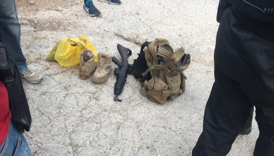 Les pertenences de l'atacant, que ha estat detingut.