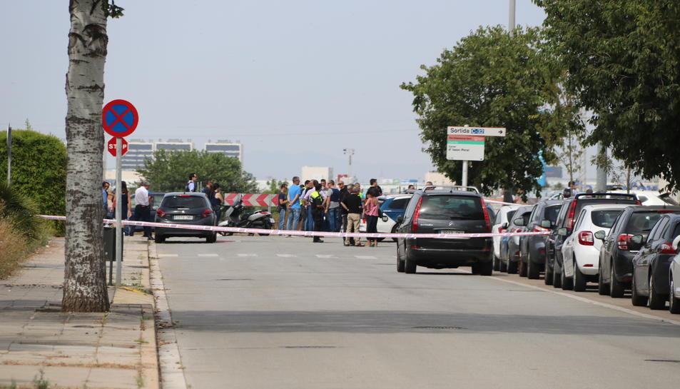 Imatge de la zona pròxima al tanatori de Gavà, on hi ha hagut dos policies locals ferits per arma de foc.