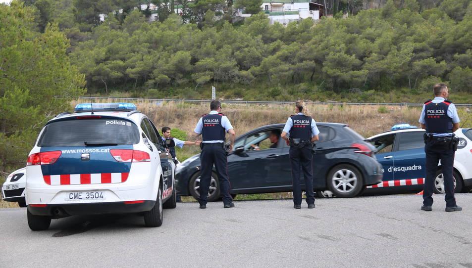 Agents dels Mossos en el marc del dispositiu de recerca del presumpte autor del tiroteig de Gavà.