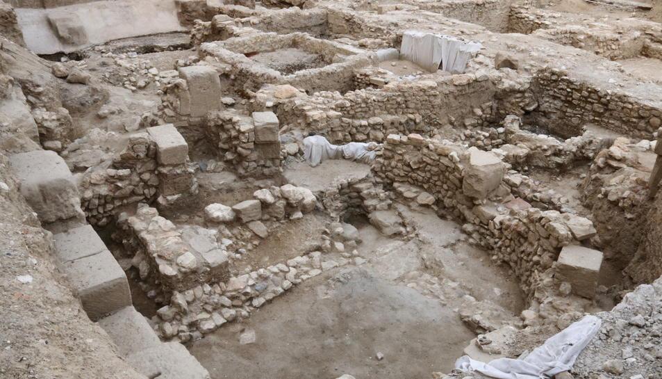 Pla general de les excavacions davant la Catedral de Tortosa. Imatge del 7 de juliol de 2017
