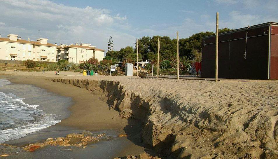 La playa del Francàs se vuelve a quedar sin arena