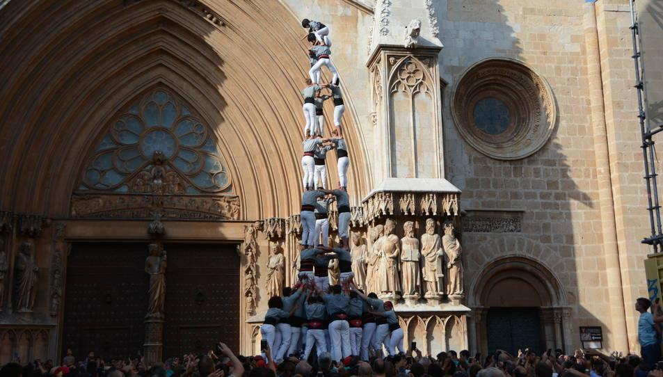 3de9f dels Castellers de Sants a la diada del Pla de la Seu.