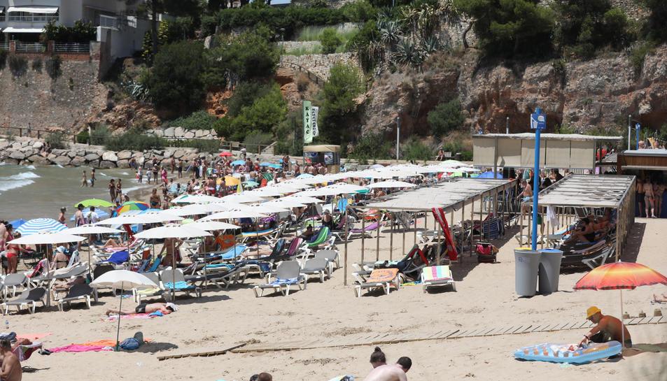 La platja dels Capellans, aquest diumenge al migdia.