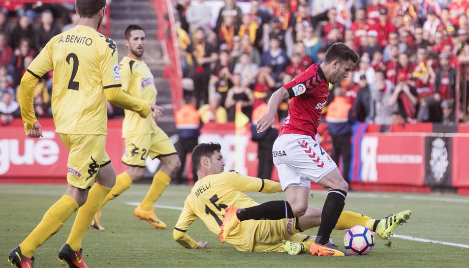 Gerard Valentín és una fletxa per la banda dreta de la defensa, i ara ho comprovaran també a Primera Divisió.
