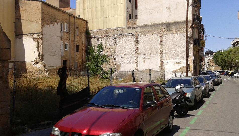 Solar del carrer Smith on l'associació de veïns vol habilitar una mena de centre cívic.