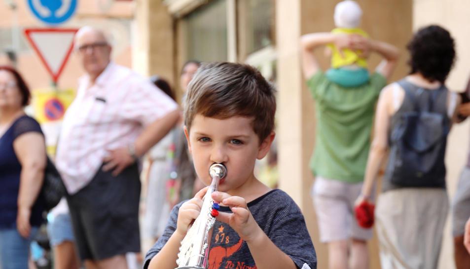 El séquito de las Fiestas del barrio del Carme