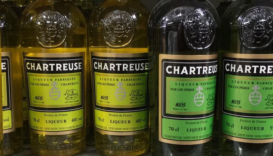 El Chartreuse groc té un grau d'alcohol del 40% i, el verd, del 55%, i és considerat com la beguda de Tarragona, ja que es va fabricar a la ciutat fins el 1933.