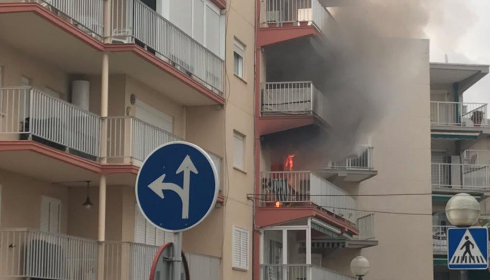 L'incendi ha tingut lloc al carrer Sol de Salou.