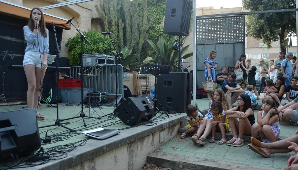 Un moment de l'actuació d'un dels grups.