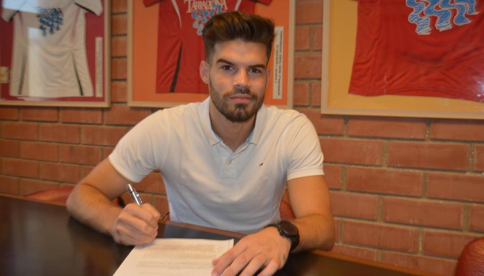 Carlos Blanco, després de signar.
