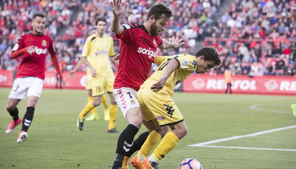 Álex López, durant un partit amb el Nàstic de la passada temporada, on va ajudar a aconseguir la permanència.