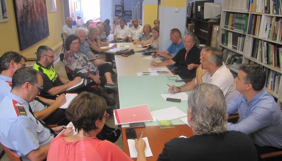 Participants en la reunió celebrada a la seu de Mediterrània.