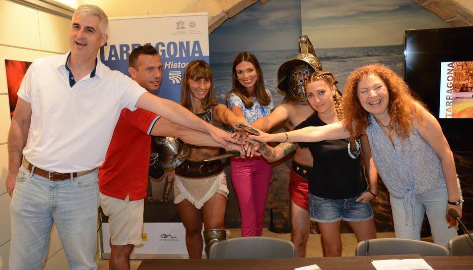 La regidora Rodríguez, amb representants de Digivisión, Thaleia i Tarracon Lvdvs, a l'Espai Turisme.